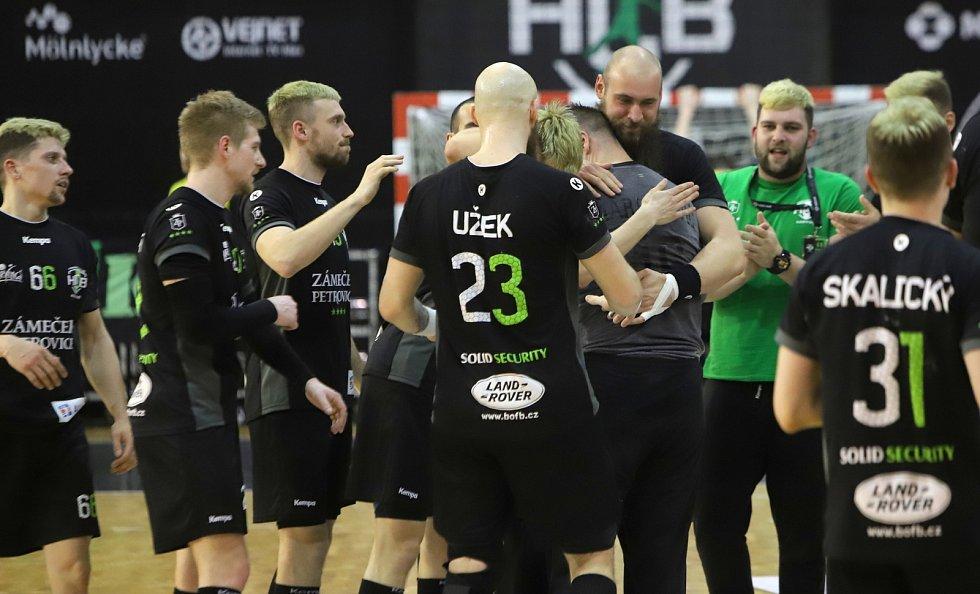 Páté čtvrtfinále v házené: Karviná - Zubří.
