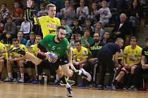 Házenkáři Karviné (v zeleném) podlehli Dukle o tři góly.
