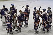 A jedeme dál. Hokejisté Karviné se mohou radovat z postupu přes Prostějov.