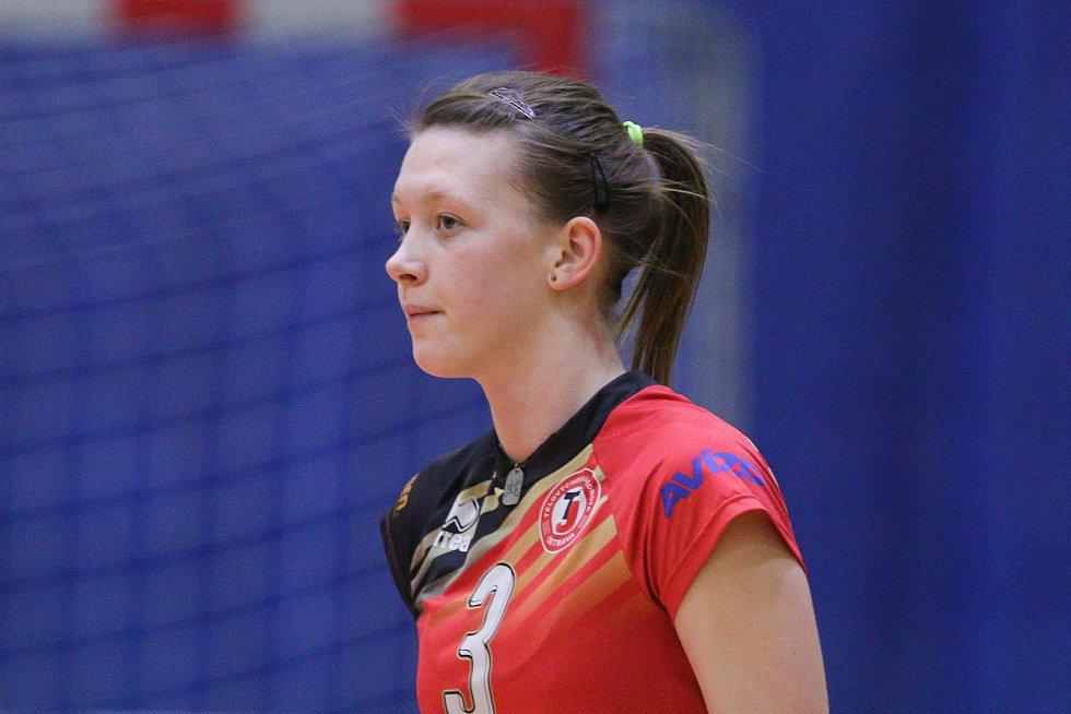 Smečařka Karin Žolnerčíková (3) v dresu extraligové TJ Ostrava.