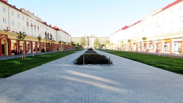 Pohled na náměstí Budovatelů v říjnu 2012.