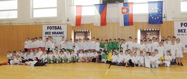 Účastníci mezinárodního turnaje Fotbal bez hranic.