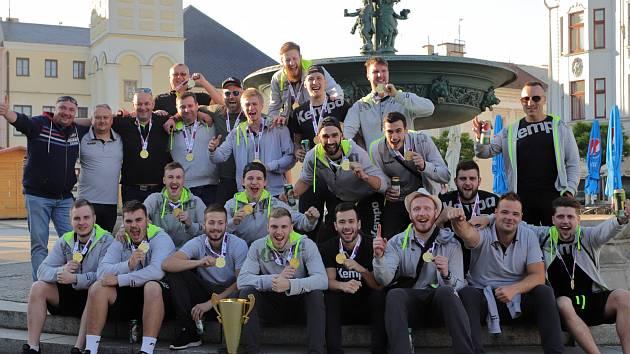 Házenkáři se vrátili z Plzně v pondělí nad ránem, ve čtvrtek oslaví titul na náměstí spolu s fanoušky.