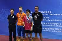 Ivan Karabec (vpravo) si otestoval formu v Pekingu. Skončil třetí.