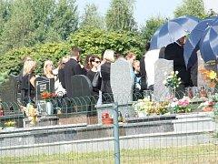 Manželka a dcera Petra Kramného byly pochovány na centrálním hřbitově v Karviné.