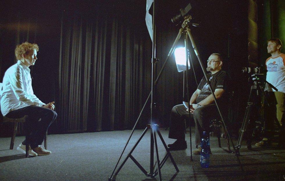 Z natáčení Králů videa s překladatelkou a tlumočnicí Danou Hábovou.
