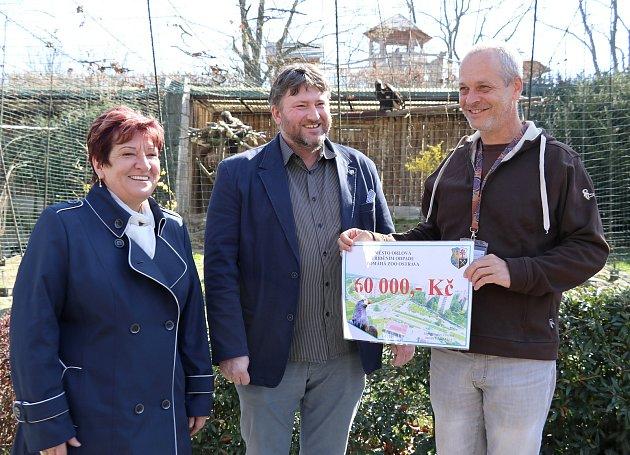 Město Orlová zasponzorovalo chov orla vostravské Zoo.