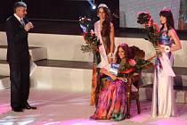 Karvinská studentka Petra Šilhárová okouzlila porotu a diváky v soutěži Miss Reneta nejen svým vzhledem, dovednostmi, ale také úsměvem.