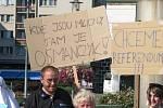 Setkání lidí, kteří nechtějí demolici nádražní haly.