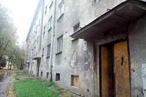 Vybydlený dům v Makarenkově ulici půjde zřejmě k zemi.
