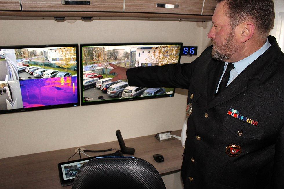 Mobilní služebna Městské policie v Havířově. Ředitel MP Havířov Bohuslav Muras při prezentaci služebny.