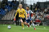 HJK Helsinky - Kuopio 1:1 (29. 8. 2021). Sázkař z Karviné měl i potřebné štěstí. Na gól Nissily (vlevo) odpověděl v 86. minutě domácí Jair Silva.