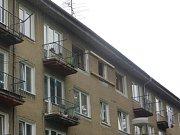 Hasiči poškozený byt vyztužili.