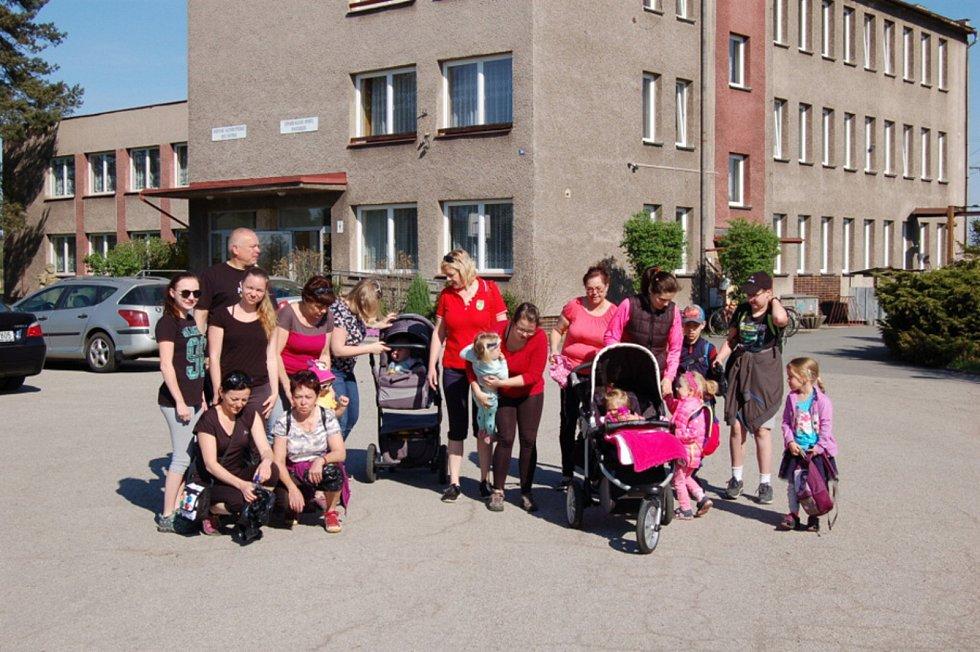 V Chotěbuzi využívají mezigenerační klubovnu, jejíž zařízení podpořila Nadace Via.