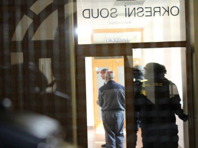 Bohumír Ďuričko, který si odpykává 12,5letý trest za vraždu, uOkresního soudu vKarviné.