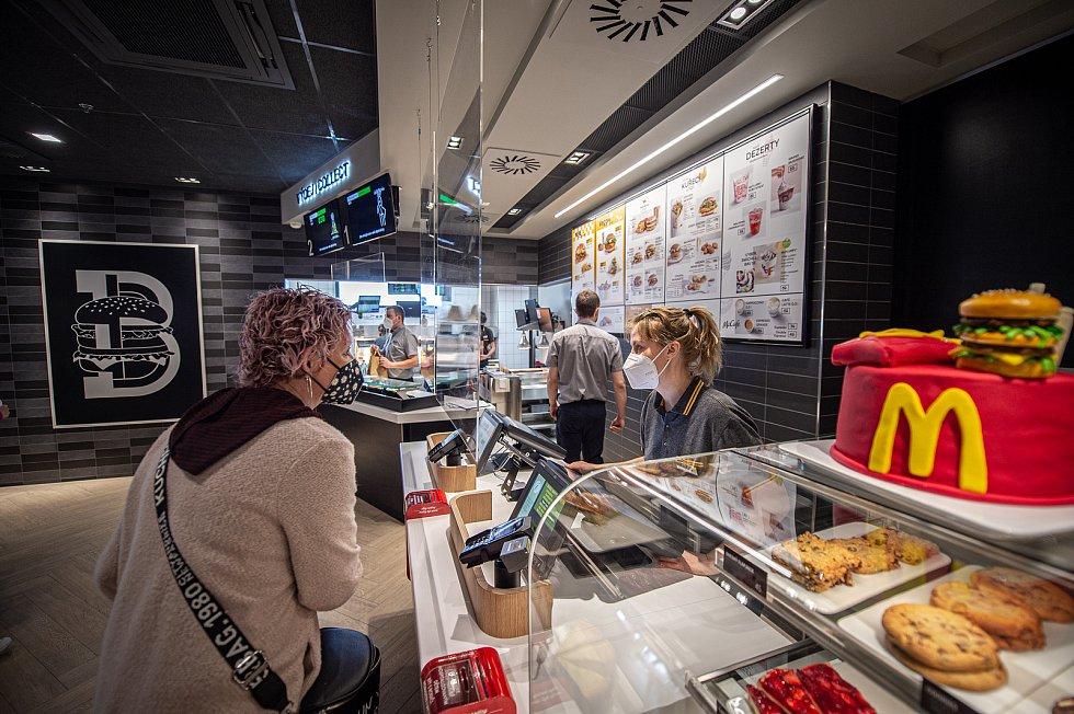 Otevření restaurace McDonald'svHavířově, 7. května 2021.