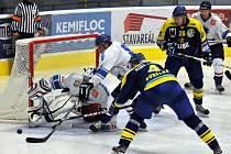 Orlovští hokejisté (v bílém) prohráli po boji v Přerově.