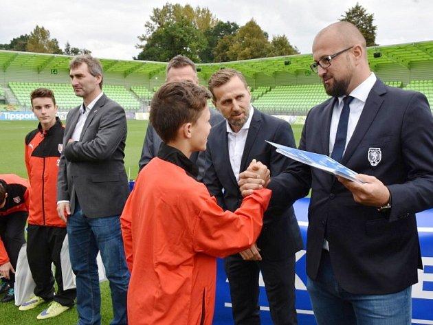 Jan Suchopárek, Karel Poborský a Michal Prokeš (zleva) navštěvují pravidelně fotbalové akademie.