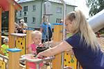 Na sídlišti Hořeny ve Stonavě otevřeli nové dětské hřiště.