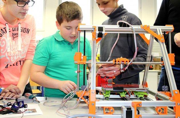 Čeští i zahraniční žáci se na karvinské Střední průmyslové škole zúčastnili mezinárodního projektu Erasmus+ Learning Beauty.