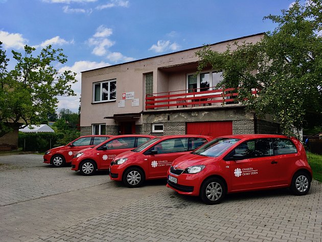 Charita Český Těšín má kdispozici čtyři nová služební auta.