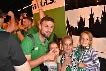 Tomáš Wágner je u fanoušků Karviné populární.