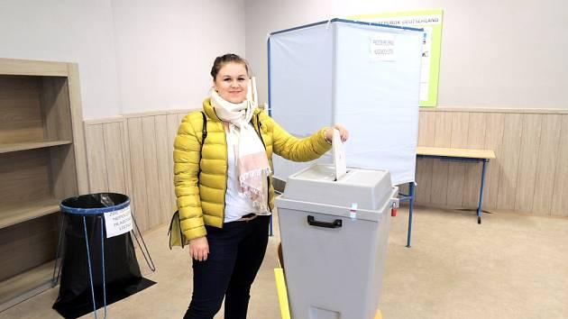 Popiska. Ve volební místnosti v Havířově-Podlesí.