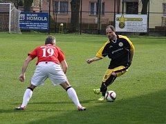 Derby mezi Těšínem a Dětmarovicemi (v červeném) přineslo jediný gól.