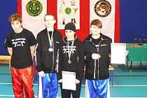 Mladí bojovníci z K1 Sport Teamu v Polsku. Zleva Dominik Hegedüs, Petr Hlinka, Markéta Hricovová a Robert Jelen.