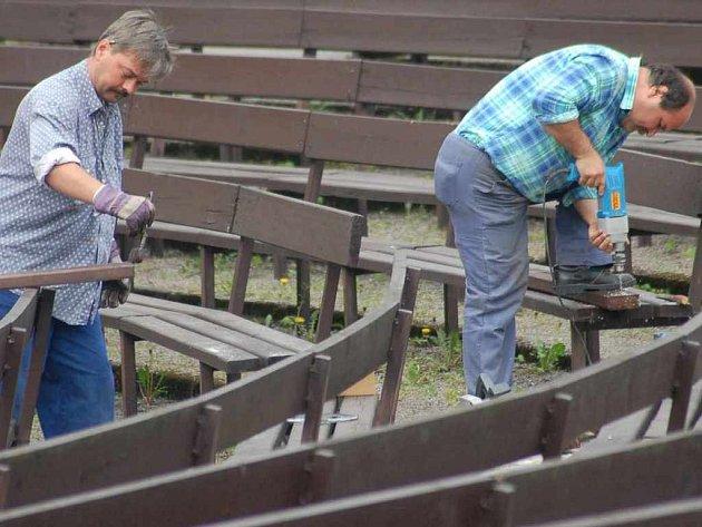 Opravy a přípravy letního kina jsou v plném proudu.
