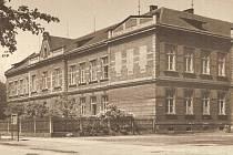Pohled na budovu v roce 1950.