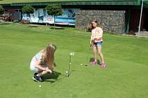 Sport pro všechny generace. Podle Pavla Maliny z karvinského Golf Resortu Lipiny získává golf každým rokem víc a víc příznivců.