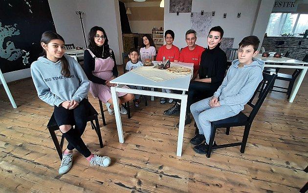 Rodina Brodových, restaurace USester vRychvaldu.