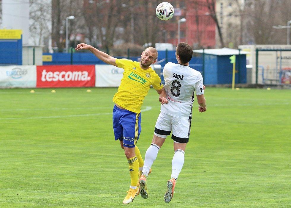 Fotbalisté Karviné (v bílém) vyhráli v nedělním utkání 25. ligového kola ve Zlíně pod novým trenérem Jozefem Weberem 2:1.