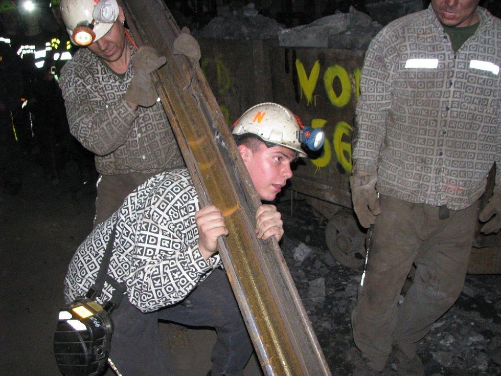 První fárání hornických učňů do podzemí Dolu ČSM v roce 2012. Ilustrační snímek.