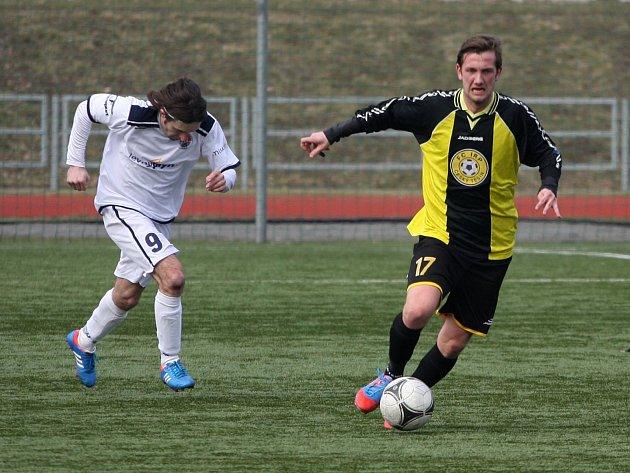 Těšínští fotbalisté si dojely do Háje pro tři body.