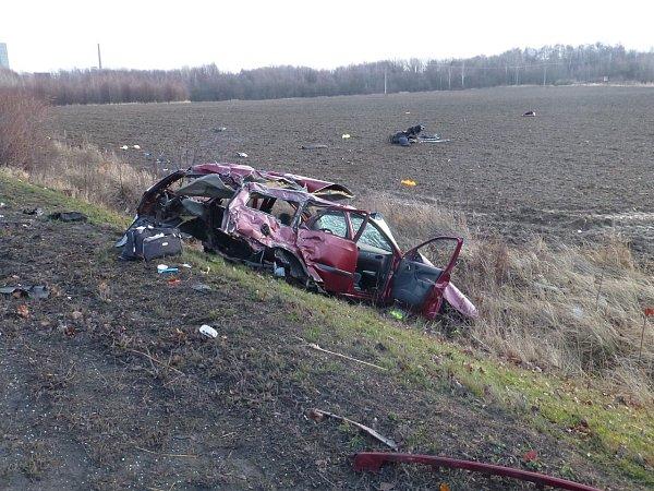 Vážná nehoda se stala vúterý ráno na silnici mezi Havířovem a Orlovou. Pro jednoho těžce zraněného musel přiletět vrtulník.