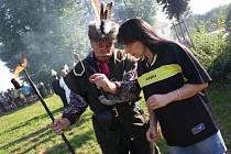 Stonavská pouť trvá celý víkend a konají se zde i střelby z historického děla, či soutěž v kosení trávy.