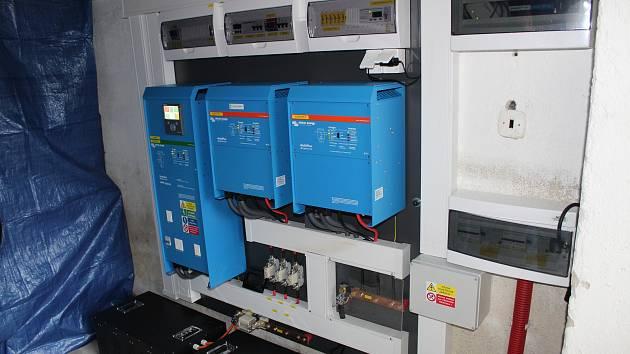 V Karviné funguje u sádla firmy CDS stanice pro nabíjení elektromobilů. Solární nabíječka je první svého druhu v České republice.