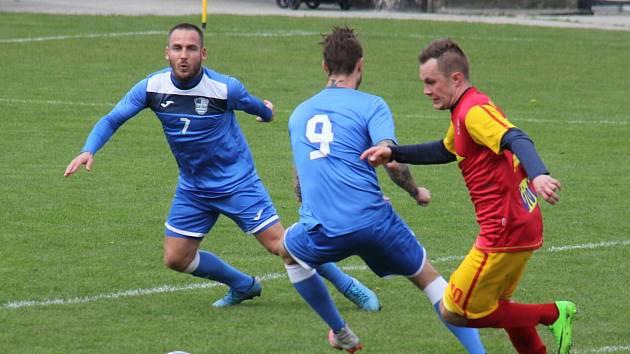 Miroslav Matušovič (vlevo) pomohl svému týmu k výhře, ale zároveň jej oslabil pro další utkání.