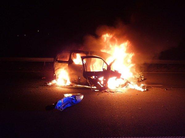 Požár auta vŠenově.