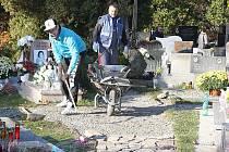 Hřbitov bude mít nové chodníčky.