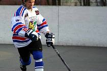 Martin Kurz, hrající trenér karvinského týmu v akci.