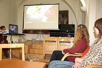 Zájemci o dobrovolnictví se tento týden setkali na zajímavém workshopu Slezské diakonie v karvinské knihovně.