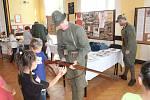 V Národním domě v Doubravě se v pátek konala Spolková výstava. Představili se zahrádkáři, včelaři, hasiči, zdravotníci, myslivci, nechyběli legionáři a loutkové divadlo.