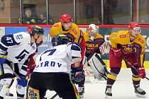 Havířov (v bílém) zdolal Jihlavu a postoupil do čtvrtfinále play-off.