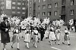 Rok 1977. Festival PZKO v Karviné a předškoláci z polských tříd v průvodu. Snímky pocházejí z kroniky PZKO Karviná-Fryštát