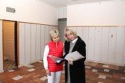 Zdravotní středisko v Havířově-Prostřední Suché. Lékařka Lenka Hustáková a náměstkyně primátorky Alena Zedníková (vpravo).
