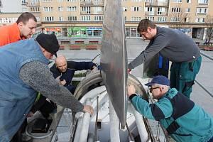 Oprava pohonu kyvadla v centru Havířova.