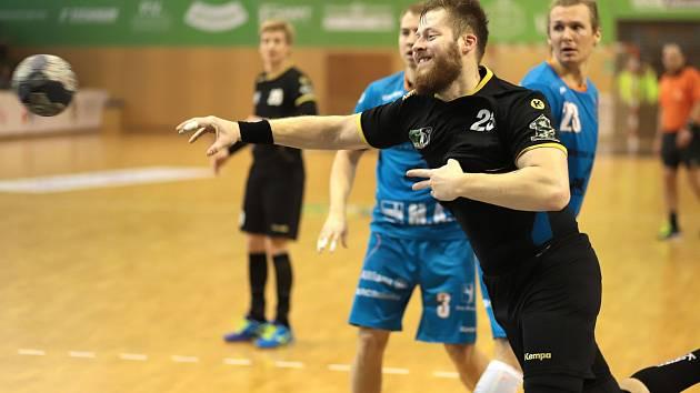Jan Užek a jeho spoluhráči usilují o třináctý titul pro karvinský handbal.